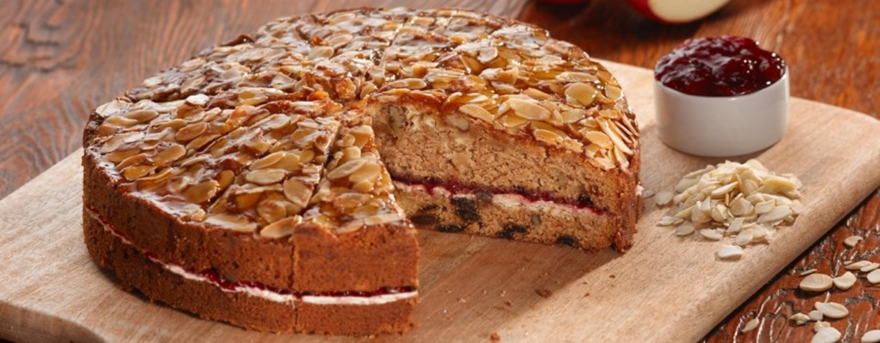 Apple and Blackcurrant Cake